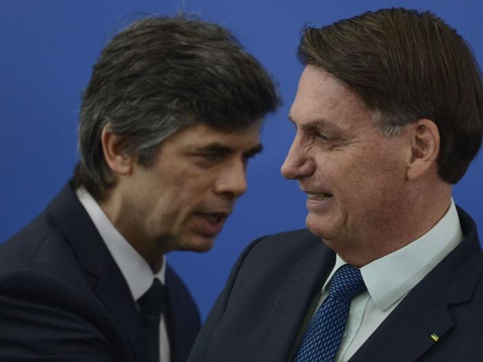 Proximidade: o oncologista carioca Nelson Teich foi empossado por Bolsonaro no ministério da Saúde após demissão de Mandetta
