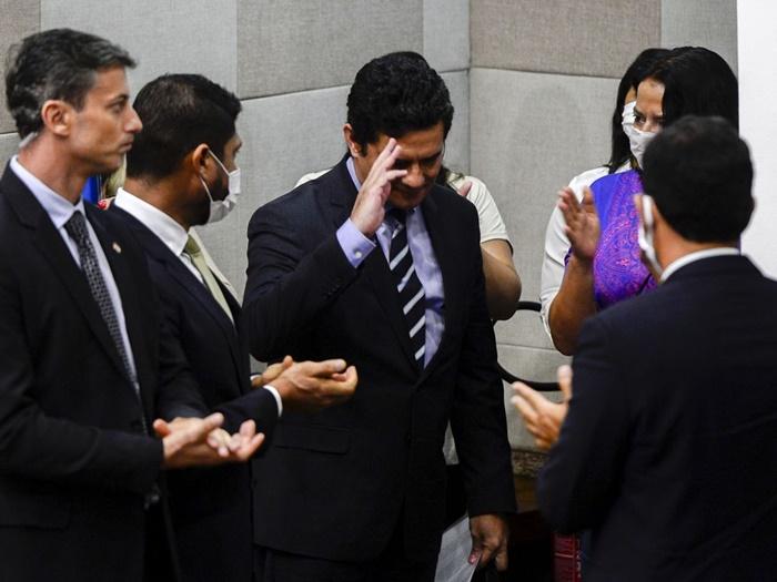 Em pronunciamento a jornalistas, apoiadores e servidores do ministério, Moro anunciou que vai formalizar pedido de demissão a Bolsonaro