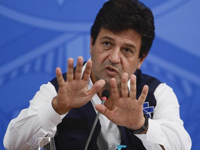 Mandetta foi comunicado da demissão em encontro com Bolsonaro no Palácio