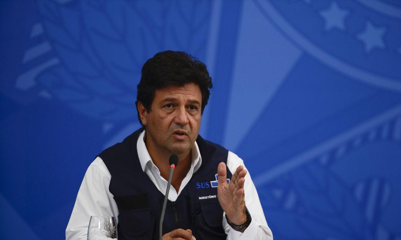 O ministro da Saúde, Luiz Henrique Mandetta; participa de coletiva de imprensa no Palácio do Planalto