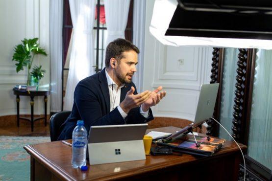 Aulas presenciais devem reiniciar somente em setembro no RS | Foto: Gustavo Mansur / Palácio Piratini