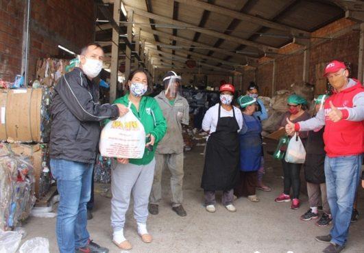 Ação solidária doa cestas básicas para famílias vulneráveis de Porto Alegre | Foto: CUT-RS/ Divulgação