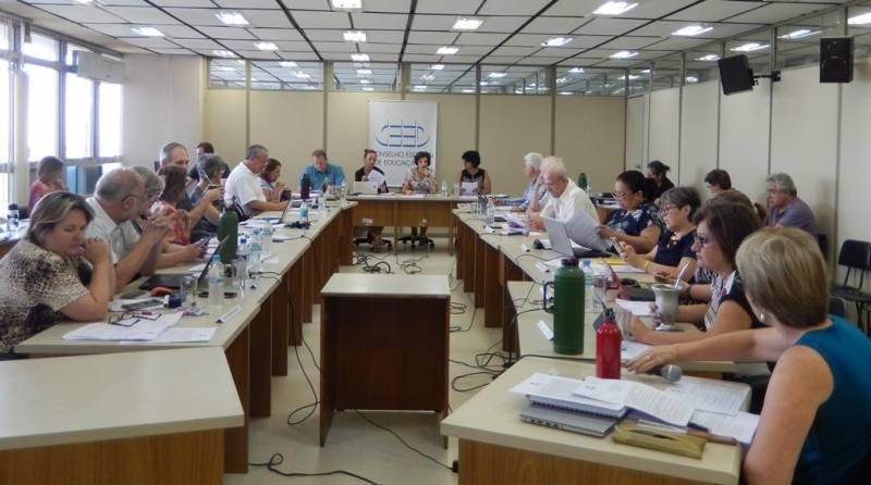 Última sessão plenária realizada antes do recesso regimental. Conselho é composto por representantes de entidades ligadas à educação e ao Executivo.