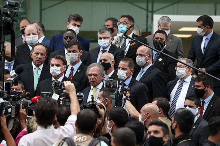 Depois de insuflar simpatizantes e grupo paramilitares contra o STF, Bolsonaro reúne ministros e empresário para pressionar Toffoli