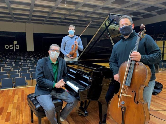 Sexta edição do Ospa Live terá apresentação de duas peças por André Carrara (piano), Leonardo Bock (violino) e Rodrigo Alquati (violoncelo)