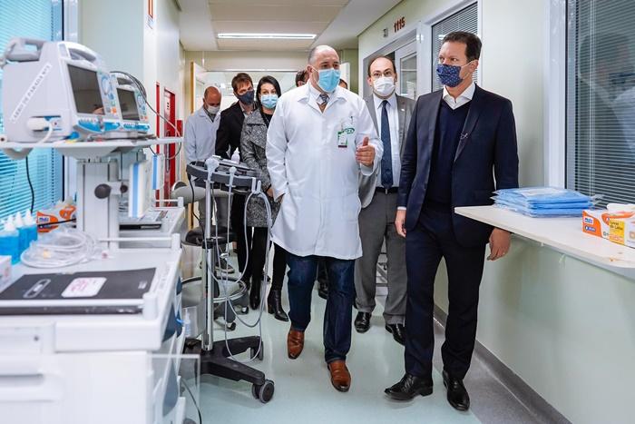 Secretário de Saúde Paulo Stürmer, o diretor do GHC, Cláudio Oliveira, e o prefeito Marchezan, anunciaram ampliação de vagas no Conceição