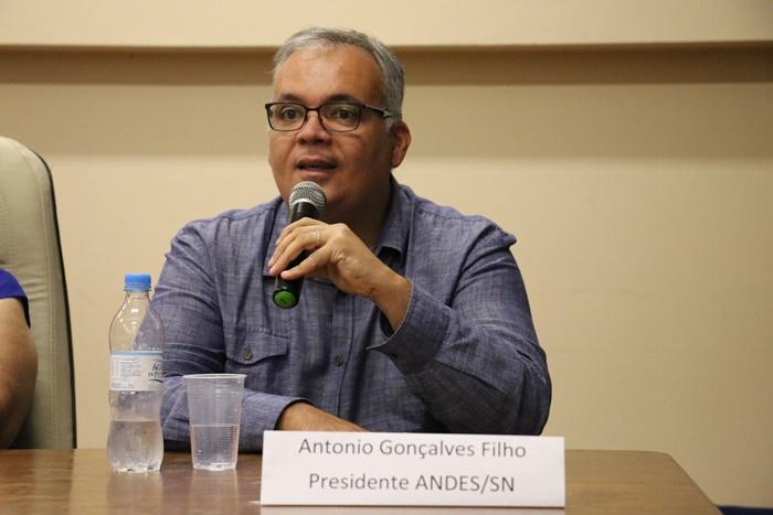"""""""É uma intervenção. Por isso, inaceitável"""", criticou Alves, da Andes Sindicato"""