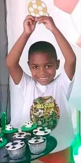 Miguel Otávio Santana da Silva, morto aos 5 anos de idade por negligência da patroa de sua mãe, que tomava conta da criança no momento da queda, que resultou em morte