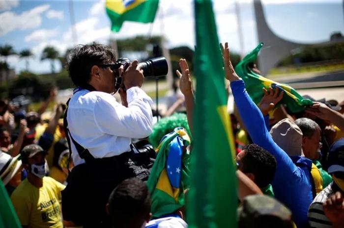O fotógrafo Dida Sampaio, do Estadão, um dos profissionais de imprensa agredidos por bolsonaristas em frente ao Palácio da Alvorada, no dia 3 de maio
