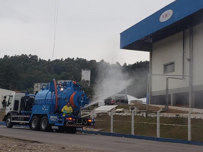 Frigorífico da JBS no bairro Ana Rech, em Caxias, foi interditado e passou por higienização após foco de contágio
