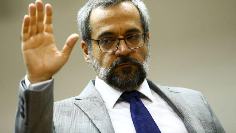 Ministro da Educação Abraham Weintraub apontado como sendo o próximo a cair do Governo amarga mais uma derrota na Justiça