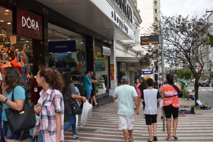 Movimento no comércio em Caxias do Sul