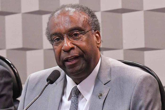 Economista nomeado por Bolsonaro no dia 25 pediu demissão após declarar títulos inexistentes e plágio