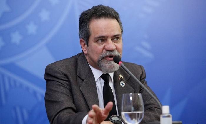 O secretário executivo do Ministério da Saúde, Elcio Franco relatou envio de equipamentos e cloroquina a estados