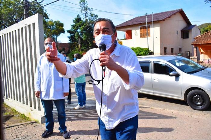 """Quando a gestão de saúde não testa quem está na linha de frente, transforma esse profissional em vetor e coloca a vida de todos em risco"""", alerta Ezequiel, do Simpa"""