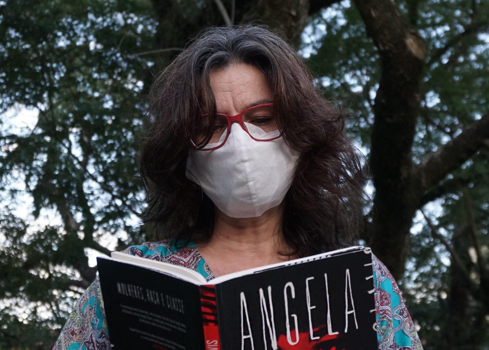 Denise Mantovani, pesquisadora e pós-doutora em estudos feministas interseccionais