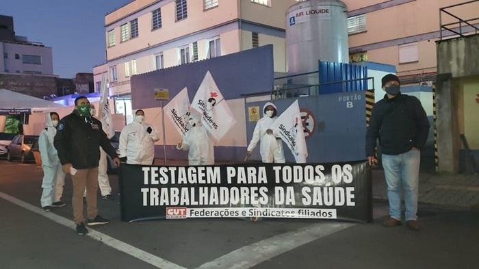 Em defesa da vida: ato simbólico pela CUT-RS e Sindisaúde-RS, no início da manhã em frente ao Hospital Dom João Becker, em Gravataí