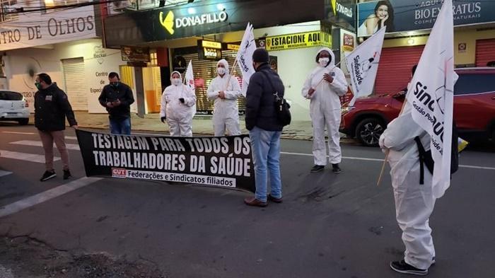 Manifestação lembrou que centenas de profissionais foram contraminados por Covid-19 no trabalho e quatro trabalhadores da saúde perderam suas vidas no estado por causa da pandemia