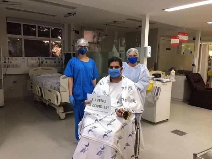 Paciente deixa a UTI do Hospital Vivi Ramos e é transferido para hospital de campanha em Caxias do Sul. Estado tem 30.287 recuperados da Covid-19