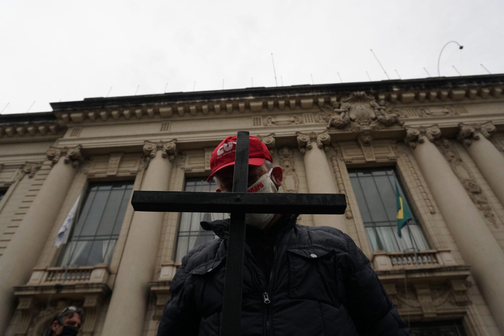 Entidades da educação protestam no Palácio Piratini