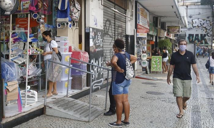 Diante da inércia de Bolsonaro e Guedes, o nível de ocupação da população economicamente ativa caiu a menos de 50% e os efeitos da pandemia atingiram mais de 60% das empresas