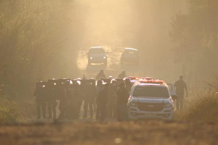 Ordem de despejo foi executada durante a madrugada, após uma semana de tensão e cerco ao assentamento