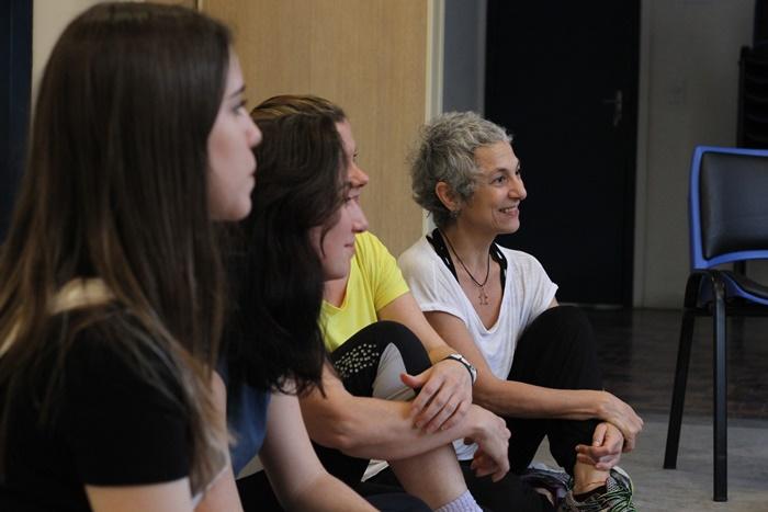 """Débora Finochiaro (D): """"Queremos contribuir para a integridade e a humanização dentro dos lares, das cabeças, das vidas"""""""