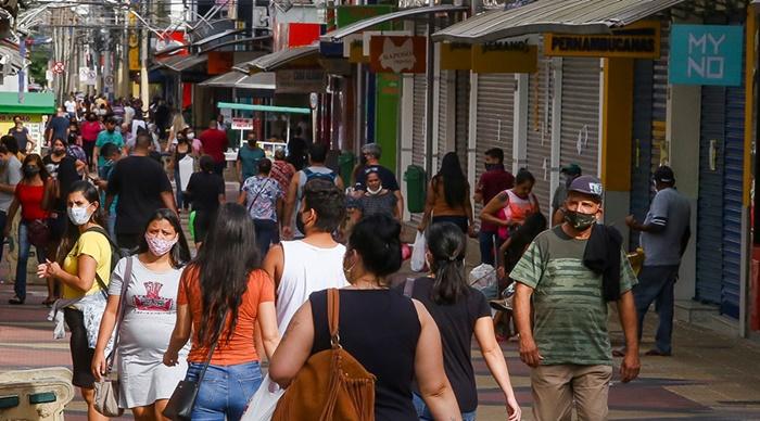 A queda da população ocupada atingiu principalmente o comércio, que perdeu 2,1 milhões de ocupados