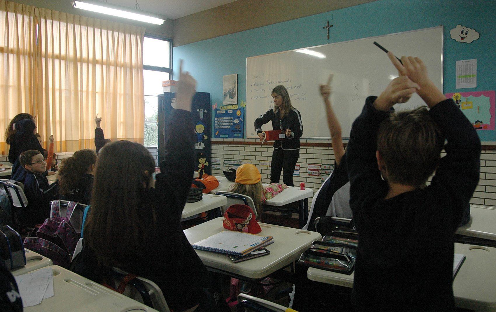 Educação básica: dentre os direitos garantidos estão reajuste salarial de 3,92% retroativo a março