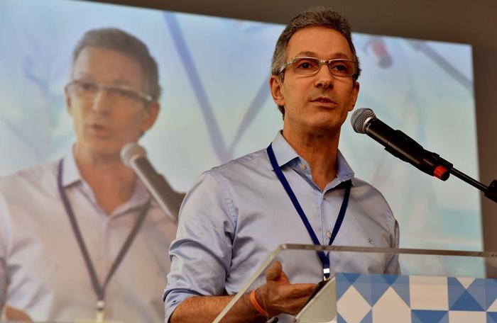 Zema: aposta na privatização da eletricidade e da água, deixa 600 mil crianças sem assistência, mas concede isenção fiscal de R$ 6 bi a empresários e quer aumentar tempo de contribuição de servidores