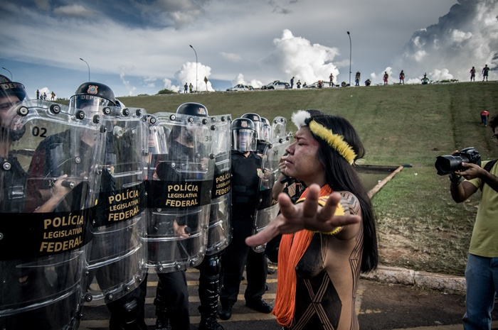 """""""Nós, indígenas, estamos muito preocupados, porque esse cenário nós já vivenciamos no passado. Um cenário de extermínio, de genocídio"""""""