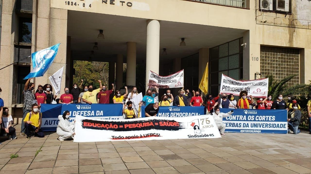 Ato realizado no dia 26 de agosto contra cortes e pela autonomia da Universidade