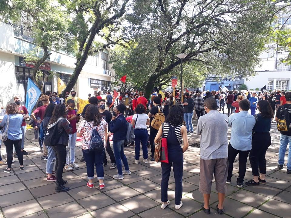 Estudantes protestam em frente à Reitoria (7)