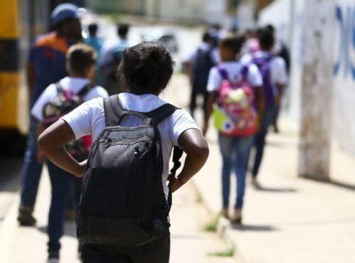 Alunos saindo de escola na Estrutural, no Distrito Federal | Foto: Marcelo Camargo/Agência Brasil