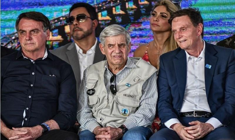 Marcelo Bretas (ao fundo) em evento com Bolsonaro, general Augusto Heleno e Marcelo Crivella