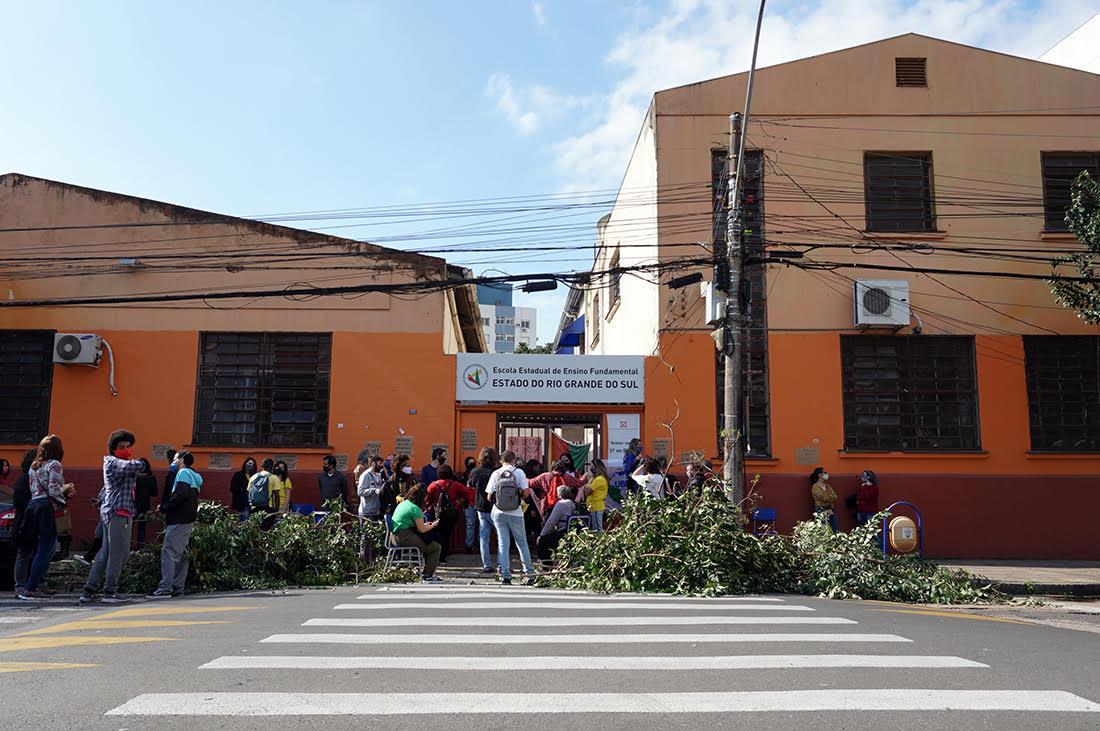 Pais e alunos ocupam Escola Rio Grande do Sul para evitar fechamento (3)