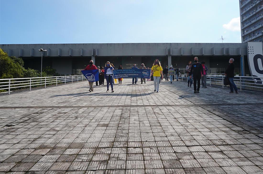 Pais e alunos ocupam Escola Rio Grande do Sul para evitar fechamento (7)