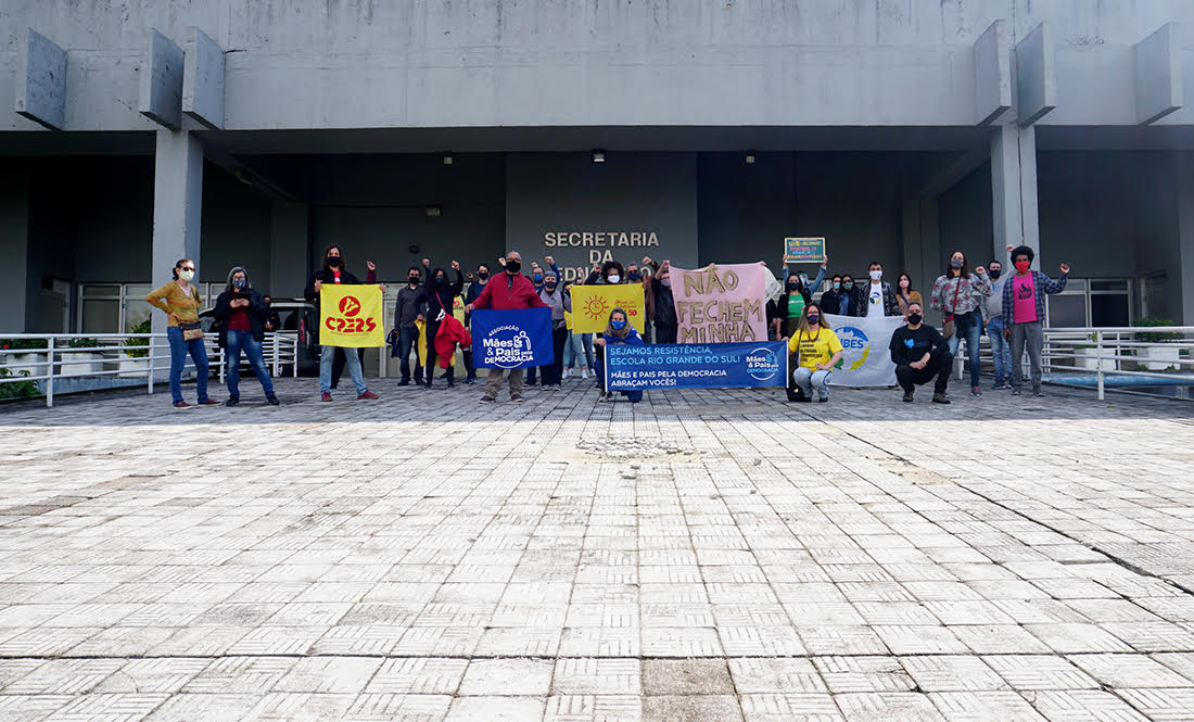 Pais e alunos ocupam Escola Rio Grande do Sul para evitar fechamento (9)