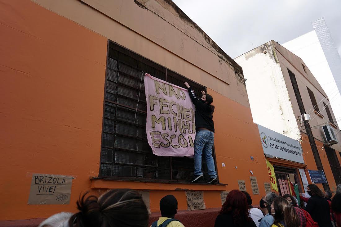 Pais e alunos ocupam Escola Rio Grande do Sul para evitar fechamento