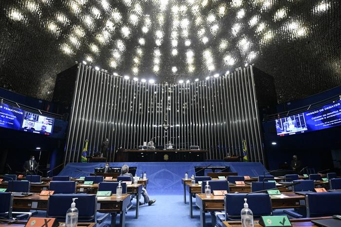 Plenário do Senado Federal durante sessão semipresencial de debates temáticos para tratar sobre os desafios econômicos, sociais e ambientais do Brasil para o período pós-pandemia. Leia-se: recursos públicos para os bancos privados