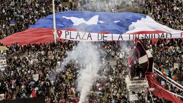 Em outubro do ano passado, uma onda de manifestações pelo fim da desigualdade, avanços na saúde, educação e Previdência e renúncia do presidente Sebastián Piñera convulsionaram o país