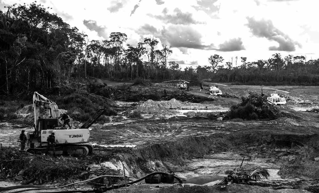 O presidente Bolsonaro defende abertamente que os bens comuns dos territórios indígenas, patrimônio da União, sejam disponibilizados para a exploração econômica por setores vinculados ao agronegócio e às mineradoras
