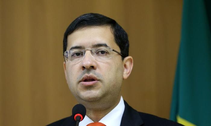 O ministro José Levi, da AGU, quer exceções que relativizam a cultura de discriminação, violência e segregação que se instalou no país sob Bolsonaro