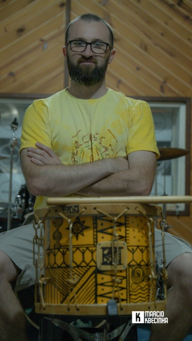 Márcio Tolio: música para preencher tempo ocioso dos alunos