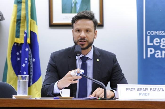 Coordenador da Frente Parlamentar de Defesa do Funcionalismo, deputado Israel Batista, vê risco no fim da estabilidade, que protege servidor de interesses privados