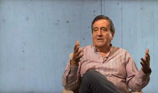 A construção democrática somente se dará pela educação, afirma Óscar Jara | Foto: Reprodução Youtube/TV Universidad