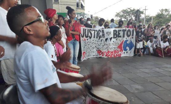 Ato marca uma semana do assassinado de João Alberto ocorrido no Carrefour em Porto Alegre | Foto: Igor Sperotto
