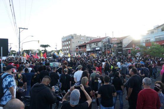 Em dia de fúria, protesto contra assassinato de homem negro termina de forma violenta | Fotos: Igor Sperotto