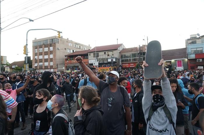Assassinato de João Alberto Silveira Freitas por seguranças do Carrefour em Porto Alegre: causa revolta popular