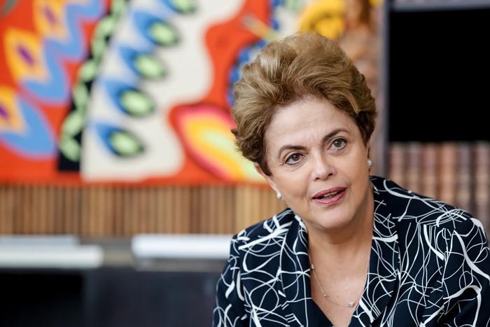 Ex-presidente Dilma Rousseff não tinha como questionar informações da diretoria da Petrobras, concluíram os conselheiros que a absolveram